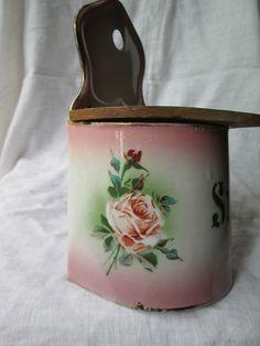 ancienne boite à sel en tôle émaillée fleurie Japy , salière pas cafetière ,