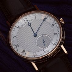 The new @montresbreguet Classique 7147 an extremely refined model featuring an entirely engine-turned silvered gold dial is a remarkable example of this approach. While the main dial motif is clou de Paris hobnailing the offset small seconds subdial at 5 oclock is enhanced by a cross weave pattern. Hours and minutes are read off by blued steel Breguet hands sweeping over a chapter ring bearing Roman numerals. The Breguet secret signature a token of authenticity is engraved on either side of…