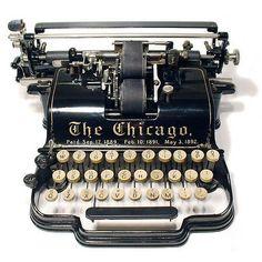 Machine à écrire antique (en état de marche, avec des bandes en suffisance)