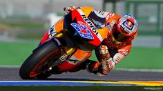 Casey Stoner hanging it out Stoner style