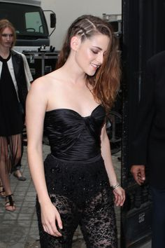 TWILIGHT star, Kristin Stewart gave photographers a one finger salute when she passed them on her way to a store in Berlin.