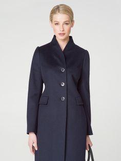 Женственное и элегантное пальто полуприлегающего силуэта, выполненное из шерстяной ткани с добавлением кашемира. Модель имеет втачной рукав, цельнокроеный воротник-стойку в ориентальном стиле, прорезные карманы в рамку с клапанами. Застегивается на пуговицы. Пальто декорировано тамбурной строчкой. Прекрасный вариант для элегантной жительницы мегаполиса., арт. 1014880p00064, состав: Основная ткань: шерсть 90 %, кашемир 10 %; Подкладка: полиэстер 55 %, вискоза 45 %;