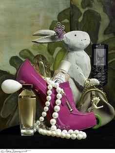 #rabbit #jewelry #pearls #shoes #perfume #phone #ChristianLouboutin #sarazorraquino photo #pink #YODONA magazine #Almudenalópezcalafate