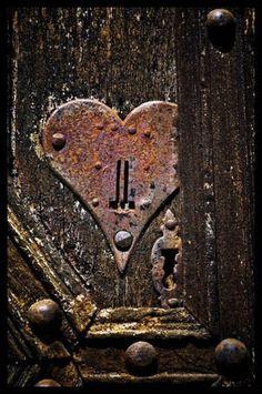 さび Heart Locked by FreewheelerBee - Saint-Cirq-Lapopie, Midi-Pyrenees I Love Heart, Key To My Heart, Heart Art, Knobs And Knockers, Door Knobs, Door Handles, Old Doors, Windows And Doors, Vintage Doors
