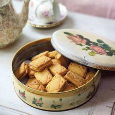 A tin of classic custard cream biscuits
