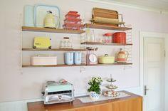 My retro kitchen! String shelf. Stringhylla. Pastels. Teak. Retro. Vintage. Pink kitchen. Plast. 50's. 50'tal. 60's. 60-tal. 70's. 70-tal.
