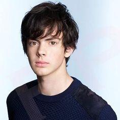 Charleston (Carl) Vladimirescu. Vampire. Relationships: parents, Martha & Thomas/brother, Xavier/loves, Graceland. Age: 17