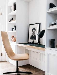 Love this little home office nook. Perfect set up if you don't have a lot of space.