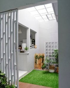 Small home design… Home Room Design, Home Interior Design, Interior And Exterior, House Design, Interior Garden, House Layouts, Home Decor Kitchen, House Front, Minimalist Home