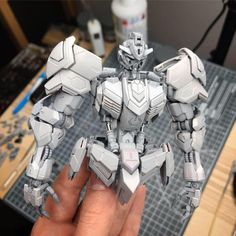 Want to say thank you for all the positive feedback on my previous post. I've started to assemble the kit again, fully primed for comparison photos. In progress! Mundo Geek, Frame Arms Girl, Modeling Tips, Toy Art, Positive Feedback, Hobby Shop, Gundam Model, Painting Tools, Plastic Models