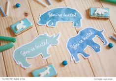 Invitaciones para fiesta infantil inspiradas en animales // Animal Kids Party Invites | DIYs & Printables | The Pretty Blog