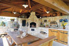 Otopu náleží místo ve výklencích kuchyně a pod lavicí s dubovým sedákem. Za…