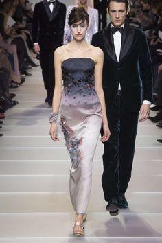 Giorgio Armani Spring-Summer 2018 at Haute Couture Week Haute Couture Style, Couture Week, Haute Couture Gowns, Spring Couture, Armani Prive, Fashion Show Collection, Couture Collection, Giorgio Armani, Belle Silhouette