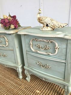 french furniture D.s Cottage and Design: Pair of French Provincial Nightstands French Provincial Bedroom, French Provincial Furniture, French Furniture, Paint Furniture, Shabby Chic Furniture, Shabby Chic Decor, Furniture Projects, Furniture Makeover, Vintage Furniture