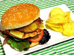 Hamburguesa de pollo con salsa teriyaki y piña caramelizada http://blgs.co/bfqOsb