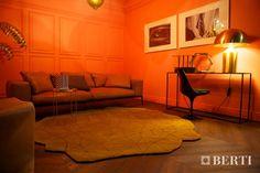 Abitare il Tempo Verona - 2013 - Installazione del parquet Berti Pavimenti Legno. BertiStudio Vintage Parquet prefinito Rovere Espresso con posa a spina Ungherese. #parquet #parquetlovers