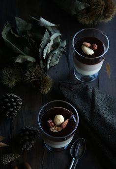 Mousse de castaña y dos chocolates Chocolate Mousse Cups, Chocolate Fondue, Chefs, Chocolates, Coffee Cookies, White Food, Fun Desserts, Awesome Desserts, Food Photo