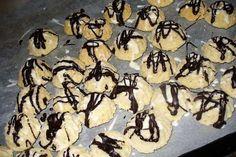 Jak na kokosové bábovičky s čokoládovou polevou | recept Charlie Brown, Advent, Desserts, Food, Tailgate Desserts, Deserts, Eten, Postres, Dessert
