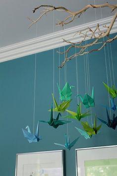 Origami crane decoration branches 37 new Ideas Mobil Origami, Origami Paper, Origami Cranes, Hanging Origami, Origami Birds, Fun Origami, Origami Ideas, Origami Studio, Origami Folding