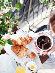 Croissants and coffee in the sunshine. The perfect al fresco breakfast Breakfast Desayunos, Perfect Breakfast, Parisian Breakfast, Breakfast Healthy, Health Breakfast, Breakfast Ideas, Little Lunch, Sunday Brunch, Sunday Morning