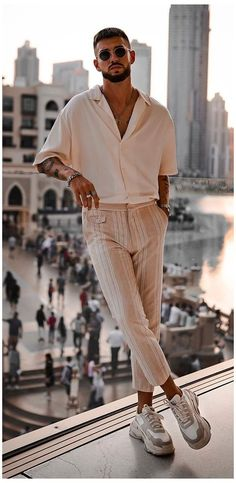 Men's Casual Fashion Trends 2020- Men's Fashion 2020 #trendy #mens #fashion #casual #outfit #trendymensfashioncasualoutfit With everything so breezy,baggy and relaxed- Fashion 2020 is surely going let our wardrobe breathe some fresh air. Check out the Casual Fashion Trends 2020 Casual Fashion Trends, Trendy Mens Fashion, Stylish Mens Outfits, Look Fashion, Casual Outfits, Men Casual, Fashion 2020, Mens Casual Street Style, Fashion For Man
