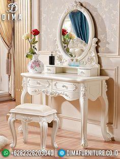 Home Decor Bedroom, Living Room Decor, House Wall Design, Red Bedroom Design, Antique Interior, Elegant Home Decor, Luxurious Bedrooms, Country Decor, Furniture Decor
