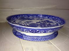 STUNNING ANTIQUE WILLOW PATTERN CAKE STAND