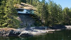 Tula House, Strathcona, Canada - Perched 44 feet above the Pacific Ocean on a remote island, this Canadian house is anchored to the rock by steel rods, which allow the rest of the structure to cantilever above the water. Cantilever Architecture, Interior Architecture, Concept Architecture, British Columbia, Fran Silvestre, Canadian House, Cliff House, Mansions Homes, Luxury Mansions