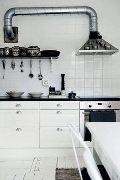 Contrasten tussen zwart en wit sieren dit Scandinavische huis - Roomed   roomed.nl