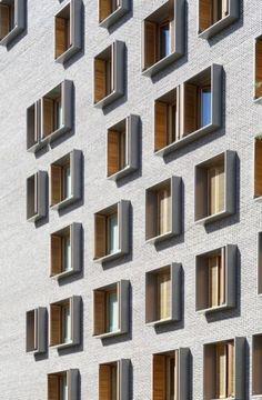 Dezeen: Michel Guthmann combina tijolo cinza com larício para prédio parisiense - Gebäude - Detail Architecture, Brick Architecture, Residential Architecture, Drawing Architecture, Architecture Portfolio, Residential Complex, Chinese Architecture, Architecture Office, Futuristic Architecture
