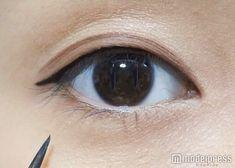 くっきりさせたいときはブラックのアイライナーをチョイス/写真:MAKO(C)モデルプレス