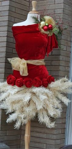 Mrs Clause Santa Suit Tree Skirt Dress Form