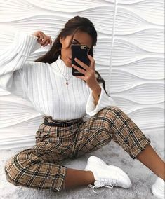 How to wear fall fashion outfits with casual style trends Winter Fashion Outfits, Look Fashion, Fall Outfits, Casual Outfits, Hijab Casual, Ootd Hijab, Winter Trousers Outfits, Check Trousers Outfit, Cute Outfits For Winter
