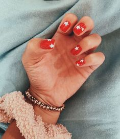 What Christmas manicure to choose for a festive mood - My Nails Summer Acrylic Nails, Best Acrylic Nails, Acrylic Nail Designs, Spring Nails, Star Nail Designs, Aycrlic Nails, Star Nails, Hair And Nails, Fire Nails