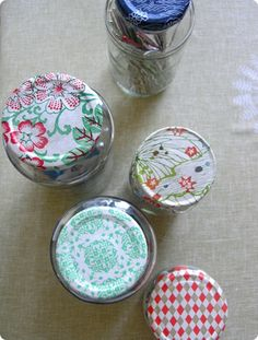paper scrap recycling jar lids covered with remnants of wrapping paper Diy Projects To Try, Crafts To Make, Fun Crafts, Craft Projects, Paper Crafts, Craft Ideas, Decor Ideas, Decorating Ideas, Mason Jar Lids