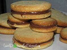 Biscuiti-sandwich cu ciocolata Pastry Cake, Macarons, Biscuit, Foodies, Sandwiches, Favorite Recipes, Cooking, Breakfast, Desserts