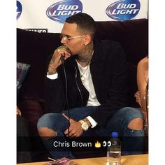 @ohellyeahcmb December 4th: Chris backstage at Cali Christmas #ChrisBrown #TeamBreezy #CaliChristmas #Royalty @chrisbrownofficial