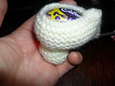 My knitted chick pattern to fit a Cadbury Creme egg has proved very popular ( and I decided to adapt it to take a larger Easter egg, the Kinder Surprise egg. Baby Booties Knitting Pattern, Animal Knitting Patterns, Knitting Stiches, Christmas Knitting Patterns, Baby Knitting, Knitting Ideas, Free Knitting, Beginner Knitting, Knitting Wool