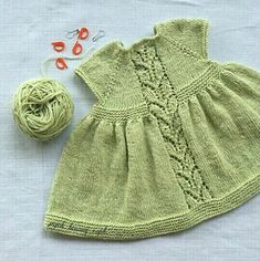 Ravelry: Leaf Love Dress pattern by Taiga Hilliard Designs - Kinder Kleidung Girls Knitted Dress, Knit Baby Dress, Knitted Baby Clothes, Crochet Baby Cardigan Free Pattern, Baby Knitting Patterns, Baby Patterns, Knitting For Kids, Free Knitting, Baby Pullover