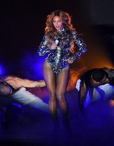 Pin for Later: Tom Ford weiß eben wie man Frauen richtig einkleidet Beyoncé Knowles in Tom Ford während den MTV Video Music Awards 2014