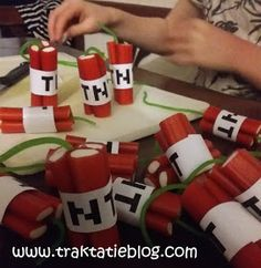 DIY minecraft candy made out of Look-O-Look cherry sticks and apple laces Snacks Für Party, Party Treats, Birthday Treats, Birthday Parties, Bolo Minecraft, Spy Party, Minecraft Birthday Party, Happy B Day, Food Humor
