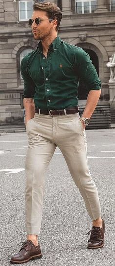 Cool, Simple, and Fun Mens Casual Outfits For Summer Street Style Ideas Khaki Pants Outfit, Summer Pants Outfits, White Shirt Outfits, Mens Fashion Summer Outfits, Street Style Outfits, Casual Outfits, Fashion Shirts, Fashion Apps, Fashion Walk