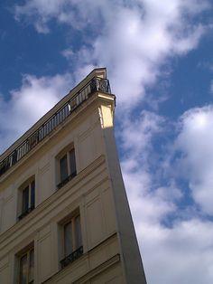 le pointu presque perdu : Je l'avais pris en sortant de mon cours de danse afin de l'envoyer à Satsuki. Ne sais plus si je l'avais fait.  C'est neuf mois plus tard qu'à l'occasion d'une panne du téléphone avec lequel la photo avait été prise, j'entreprenne d'en sauver le plus possible avant qu'il n'émette plus rien et la retrouve.    [samedi 12 mai 2012 18:42, Paris, Grands Boulevards]  130220 233