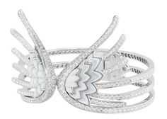 Lalique Haute Joaillerie  White gold, diamonds and pink mother-of-pearl.