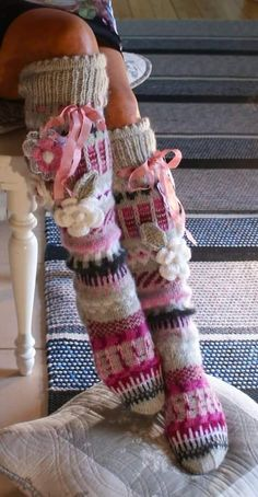 Irish lace, crochet, crochet patterns, clothing and decorations for the house, crocheted. Crochet Leg Warmers, Knit Mittens, Crochet Slippers, Knitting Socks, Crochet Baby Dress Pattern, Baby Dress Patterns, Crochet Patterns, Irish Crochet, Crochet Lace
