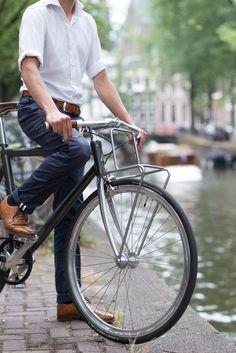"Voorop, an elegant luggage carrier for 28"" bikes."
