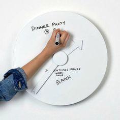 Часы-доска, на которых можно записывать распорядок дня.