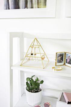 Une pyramide pour ranger les boucles d'oreille = une idée pour la fête des mères