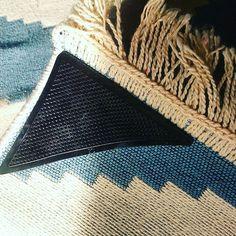 Taka pierdoła, a czuję się jakbym odkryła nowy pierwiastek 😺😺. Trzyma dywan jak nie wiem co!! A kosztowało 7 zł z grosza...