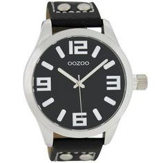 OOZOO Horloge Timepieces Collection 46 mm C1053. Stoer stalen OOZOO horloge met zilverkleurige kast, witte wijzerplaat met zwarte index en wijzers. Het stoere en sportieve horloge is voorzien een zwart lederen horlogeband. De band sluit door middel van een gespsluiting. Prachtig model voor zowel dames als heren.